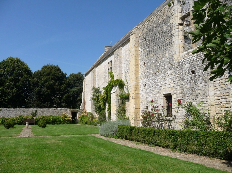 le-petit-jardin-au-seuil-du-refectoire-des-moines-1