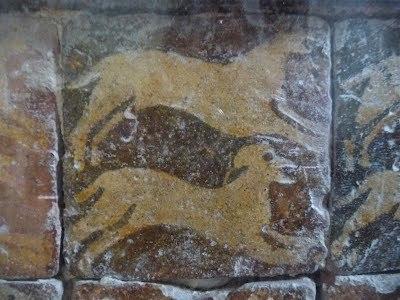 les-carreaux-vernisses-dans-le-refectoire-des-moines-2
