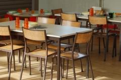 les-tables-de-la-cantine-de-longues-sur-mer
