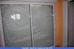 12-toujours-a-la-ferme-on-ne-voit-plus-a-travers-la-baie-vitree